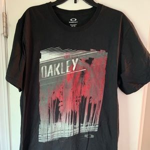 Men's Oakley tee
